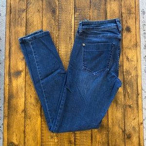 Elle Mid Rise Skinny Jeans size 4